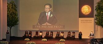 Dr. Jun Ho Oh, laureate in Engineering, delivering acceptance remarks