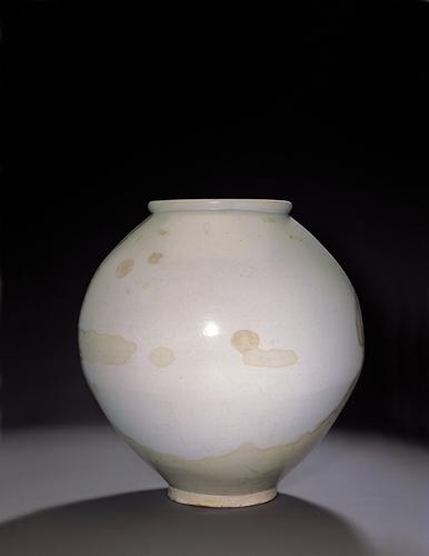 White Porcelain Jar image enlargement